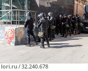 Купить «Soldiers of police special forces in riot gear», фото № 32240678, снято 5 мая 2018 г. (c) FotograFF / Фотобанк Лори