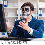 Купить «Businessmsn with scary face mask working in office», фото № 32243778, снято 9 ноября 2017 г. (c) Elnur / Фотобанк Лори