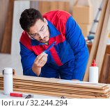Yooung repairman carpenter working with paint painting. Стоковое фото, фотограф Elnur / Фотобанк Лори