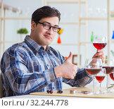 Купить «Professional sommelier tasting red wine», фото № 32244778, снято 31 марта 2017 г. (c) Elnur / Фотобанк Лори