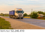 Купить «Russia, Samara, June 2016:Heavy truck on the road», фото № 32246410, снято 24 августа 2016 г. (c) Акиньшин Владимир / Фотобанк Лори