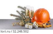 Купить «Construction protective clothes and Christmas», фото № 32248502, снято 11 ноября 2018 г. (c) Мельников Дмитрий / Фотобанк Лори