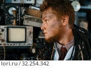 Купить «Engineer looks on oscilloscope display in lab», фото № 32254342, снято 17 июня 2019 г. (c) Tryapitsyn Sergiy / Фотобанк Лори