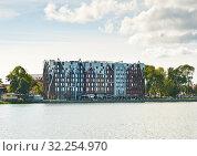 Купить «Отель Mercure Kaliningrad. Город Калининград. Россия», фото № 32254970, снято 4 сентября 2019 г. (c) E. O. / Фотобанк Лори