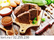 Купить «Zucchini cake with cocoa powder», фото № 32255230, снято 3 июля 2019 г. (c) Надежда Мишкова / Фотобанк Лори