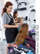 Купить «Hairdresser cutting hair of female client», фото № 32256162, снято 26 июня 2018 г. (c) Яков Филимонов / Фотобанк Лори