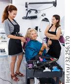 Купить «Hairdressers finished haircut for senior woman», фото № 32256170, снято 26 июня 2018 г. (c) Яков Филимонов / Фотобанк Лори