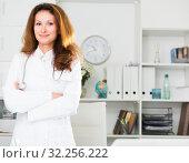 Купить «Portrait of female doctor who is working and posing on her workplace», фото № 32256222, снято 30 мая 2018 г. (c) Яков Филимонов / Фотобанк Лори