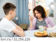 Mother reprimanding teenage son. Стоковое фото, фотограф Яков Филимонов / Фотобанк Лори