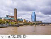 Купить «Мост Тысячелетия (Millennium Bridge) и Лондонский Сити (City of London). Лондон. Великобритания», фото № 32256834, снято 17 августа 2019 г. (c) Сергей Афанасьев / Фотобанк Лори