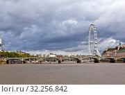 Купить «Лондонский глаз (London Eye) и вестминстерский мост (Westminster Bridge). Лондон. Великобритания», фото № 32256842, снято 17 августа 2019 г. (c) Сергей Афанасьев / Фотобанк Лори