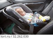 Купить «Little sleeping three month old baby child fastened with security belt in safety car seat», фото № 32262030, снято 8 сентября 2019 г. (c) Кекяляйнен Андрей / Фотобанк Лори