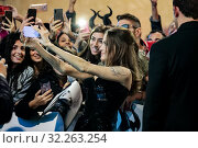 Angelina Jolie with fans during the Red carpet of European Premiere of film ' Maleficent : Mistress of evil' in Rome, ITALY-07-10-2019. Редакционное фото, фотограф Cristiano Minichiello / AGF Cristiano Minichiello / age Fotostock / Фотобанк Лори