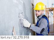 Купить «Builder in the helmet is plastering the wal», фото № 32270918, снято 3 июня 2017 г. (c) Яков Филимонов / Фотобанк Лори