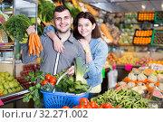 Купить «Loving couple are deciding on vegetables», фото № 32271002, снято 18 марта 2017 г. (c) Яков Филимонов / Фотобанк Лори