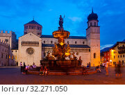 Купить «View of square in Trento city with Fountain of Neptune», фото № 32271050, снято 1 сентября 2019 г. (c) Яков Филимонов / Фотобанк Лори