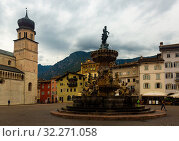 Купить «Fountain of Neptune on Piazza Duomo in Trento», фото № 32271058, снято 2 сентября 2019 г. (c) Яков Филимонов / Фотобанк Лори