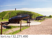 Authentic Russian 9-inch guns on coastal battery of Kustaanmiekka island of the Suomenlinna Fortress (or Sveaborg), Helsinki, Finland (2019 год). Стоковое фото, фотограф Юлия Бабкина / Фотобанк Лори