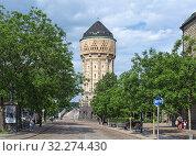 Купить «Водонапорная башня железнодорожного вокзала Меца, Франция», фото № 32274430, снято 15 мая 2018 г. (c) Михаил Марковский / Фотобанк Лори