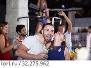 Купить «couple in the night club with drinks», фото № 32275962, снято 28 августа 2017 г. (c) Яков Филимонов / Фотобанк Лори