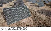 Купить «Top view of the electric power polar panel system at desert», видеоролик № 32279590, снято 9 марта 2019 г. (c) Яков Филимонов / Фотобанк Лори