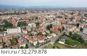 Купить «Panoramic aerial view of Udine cityscape, Italy», видеоролик № 32279878, снято 2 сентября 2019 г. (c) Яков Филимонов / Фотобанк Лори