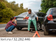 Accident, male and female drivers are sorted out. Стоковое фото, фотограф Tryapitsyn Sergiy / Фотобанк Лори