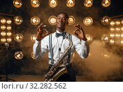 Купить «Black jazz performer with saxophone shows OK sign», фото № 32282562, снято 2 августа 2019 г. (c) Tryapitsyn Sergiy / Фотобанк Лори