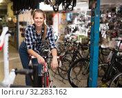 Portrait of female is standing with bicycle. Стоковое фото, фотограф Яков Филимонов / Фотобанк Лори