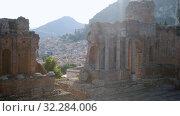 breathtaking view of the ancient Greek amphitheater, Taormina, Ionian Sea, Etna (2019 год). Стоковое видео, видеограф Ирина Мойсеева / Фотобанк Лори