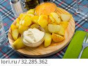 Купить «Patatas bravas with garlic mayonnaise and sauce», фото № 32285362, снято 21 октября 2019 г. (c) Яков Филимонов / Фотобанк Лори
