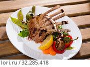 Купить «Roasted rectangle lamb rack», фото № 32285418, снято 22 октября 2019 г. (c) Яков Филимонов / Фотобанк Лори