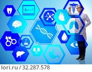 Купить «Woman doctor in telemedicine futuristic concept», фото № 32287578, снято 5 апреля 2020 г. (c) Elnur / Фотобанк Лори