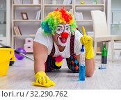Купить «Funny clown doing cleaning at home», фото № 32290762, снято 12 мая 2017 г. (c) Elnur / Фотобанк Лори