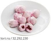 Купить «Tasty french goat cheese stuffed with raspberries at plate», фото № 32292230, снято 20 октября 2019 г. (c) Яков Филимонов / Фотобанк Лори