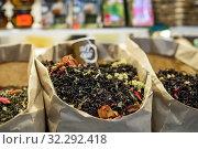 Купить «Город Сочи. Разный чай на прилавке магазина», фото № 32292418, снято 2 июня 2019 г. (c) Игорь Низов / Фотобанк Лори