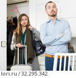 Couple quarreling because of trip of wife. Стоковое фото, фотограф Яков Филимонов / Фотобанк Лори