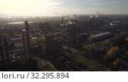Купить «Стерлитамакский нефтехимический завод. Вид с воздуха. Sterlitamak petrochemical plant. Aerial view.», видеоролик № 32295894, снято 16 октября 2019 г. (c) Евгений Романов / Фотобанк Лори