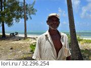 Купить «Old fisherman, Pingwe coastline, Zanzibar, Tanzania, Africa», фото № 32296254, снято 6 октября 2019 г. (c) Знаменский Олег / Фотобанк Лори