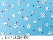 Купить «white snowflakes and berries on blue background», фото № 32297838, снято 26 сентября 2018 г. (c) Syda Productions / Фотобанк Лори