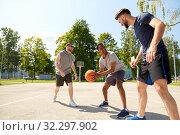 Купить «group of male friends playing street basketball», фото № 32297902, снято 21 июля 2019 г. (c) Syda Productions / Фотобанк Лори