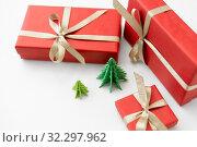 Купить «gift boxes and christmas trees on white background», фото № 32297962, снято 26 сентября 2018 г. (c) Syda Productions / Фотобанк Лори