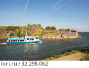 Passenger ferry JT-Line transporting tourists from Helsinki to Suomenlinna and back (2019 год). Редакционное фото, фотограф Юлия Бабкина / Фотобанк Лори