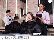 Купить «Hairdresser discussing female customer preferences in barbershop», фото № 32298238, снято 5 марта 2018 г. (c) Яков Филимонов / Фотобанк Лори