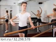 Купить «Positive teenager practicing at the ballet barre», фото № 32298578, снято 26 апреля 2019 г. (c) Яков Филимонов / Фотобанк Лори