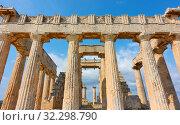 Купить «Columns of Temple of Aphaea in Aegina», фото № 32298790, снято 13 сентября 2019 г. (c) Роман Сигаев / Фотобанк Лори