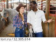 Купить «Couple of farmers discussing with expression», фото № 32305614, снято 2 октября 2018 г. (c) Яков Филимонов / Фотобанк Лори