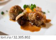 Ravioli in sauce dish. Стоковое фото, фотограф Яков Филимонов / Фотобанк Лори