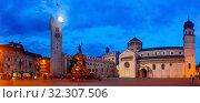 Piazza Duomo at twilight, Trento, Italy. Стоковое фото, фотограф Яков Филимонов / Фотобанк Лори