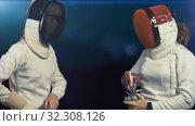 Купить «Fencer puts on mask and becomes fencing combat stance», видеоролик № 32308126, снято 27 сентября 2019 г. (c) Gennadiy Poznyakov / Фотобанк Лори